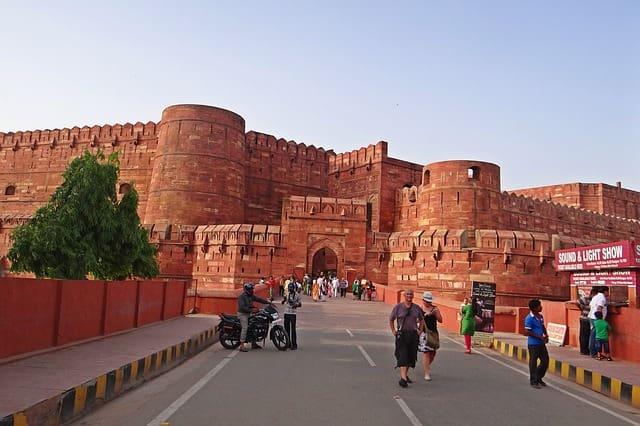 ताजमहल के पास आगरा में आगरा किला की यात्रा - Agra Fort Places To Visit In Agra Near Taj Mahal In Hindi