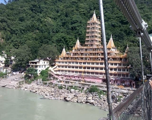 ऋषिकेश घूमने लायक जगह: मंदिर – Temples At Rishikesh In Hindi