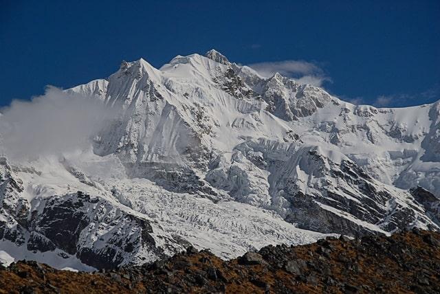 माउंट एवरेस्ट किस पत्थर का बना है - Everest Mountain Built Of Which Rock In Hindi