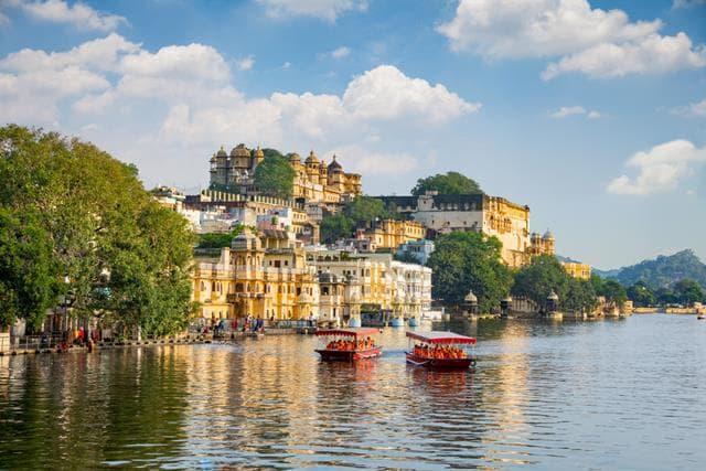 हनीमून जानें के लिए उदयपुर है एक प्रसिद्ध डेस्टिनेशन - Why Udaipur Is One Of The Romantic Honeymoon Destination In India In Hindi