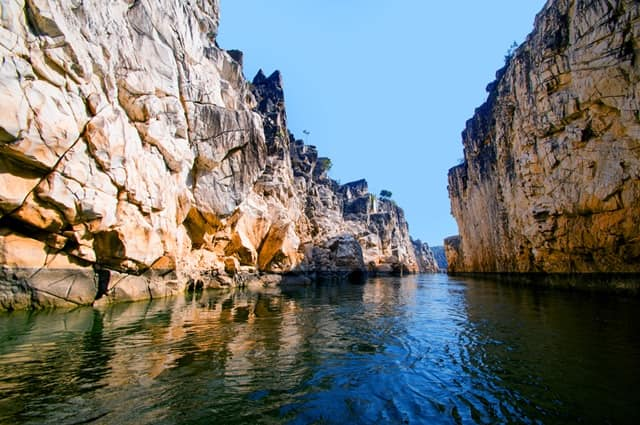 भेड़ाघाट मार्बल रॉक्स वोटिंग एरिया - Marble Rocks Places To Visit In Bhedaghat In Hindi