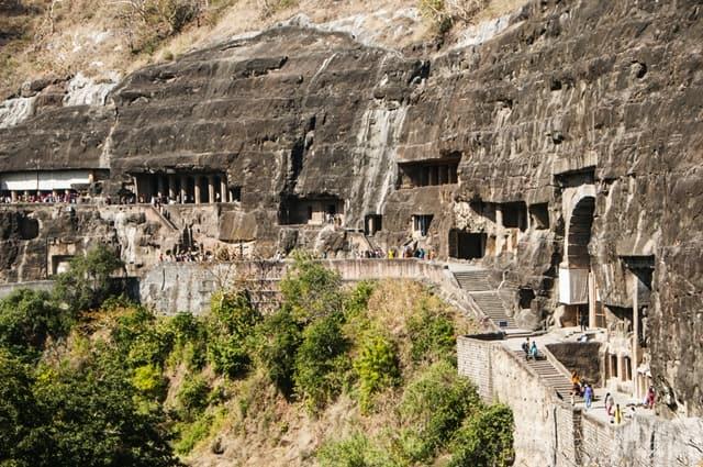 अजंता की गुफा विशेषताएं और घूमने की जानकारी – Ajanta Caves Information In  Hindi