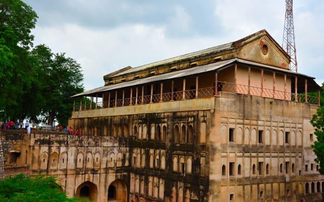झाँसी का किला कैसे पहुँचे - How To Reach The Fort Of Jhansi In Hindi