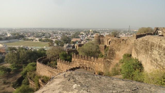 झाँसी का किला की एंट्री फीस - Entry Fees To Visit Jhansi Fort In Hindi