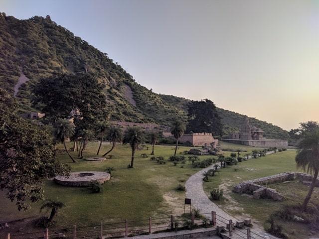क्या रात में भानगढ़ का किला देखने जा सकते हैं - Can We Visit Bhangarh Fort At Night In Hindi