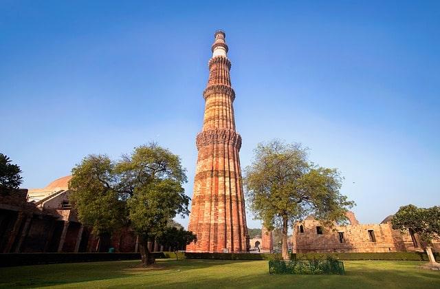 क़ुतुब मीनार की 7 सबसे दिलचस्प बातें - 7 Interesting Facts About Qutub Minar In Hindi
