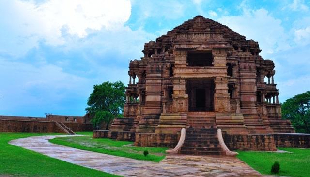 सहस्त्रबाहु (सास-बहू) मंदिर - Sahastrabahu (Sas-Bahu) Temple Gwalior Fort In Hindi