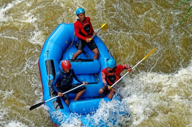 रिवर राफ्टिंग कैसे करते है - River Rafting Kaise Karte Hain In Hindi