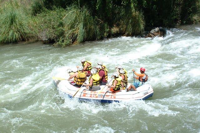 दक्षिण भारत में वाइट वाटर राफ्टिंग की अच्छी जगह कूर्ग बारापोल नदी - Barapole River Coorg Dakshin Bharat Me White Water Rafting Ki Acchi Jagha In Hindi