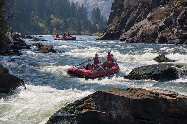 गंगा नदी ऋषिकेश में रिवर राफ्टिंग - River Ganga Rishikesh Me Water Rafting In Hindi