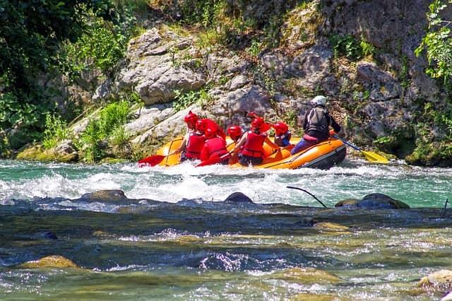 ब्यास नदी-कुल्लू मनाली में वाइट वाटर राफ्टिंग करें - Beas River Kullu Manali White Water Rafting In Hindi