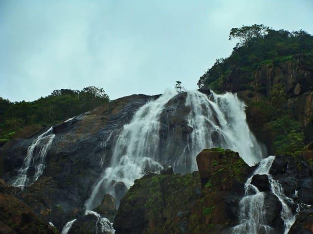 दूधसागर वॉटरफॉल कैसे पहुंचे - How To Reach Dudhsagar Water Falls In Hindi
