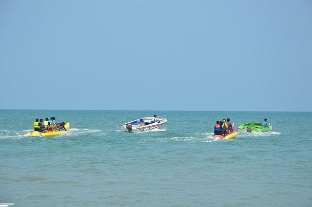 कलंगुट बीच पर वाटर स्पोर्ट्स - Calangute Beach Water Sports In Hindi