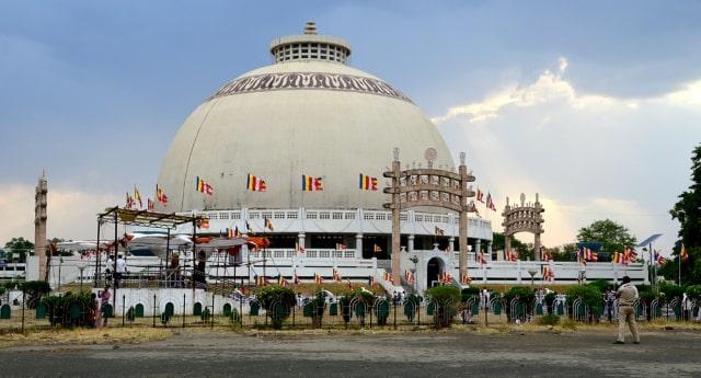 दीक्षाभूमि स्तूप - Deekshabhoomi Stupa Nagpur in Hindi