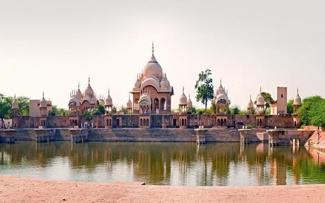 कुसुम सरोवर मथुरा में घुमने की जगह - Kusum Sarovar Mathura in Hindi