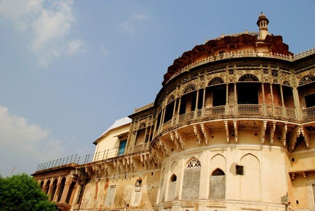रामनगर किला और संग्रहालय वाराणसी में देखने लायक जगह - Ramnagar Fort & Museum Varanasi In Hindi