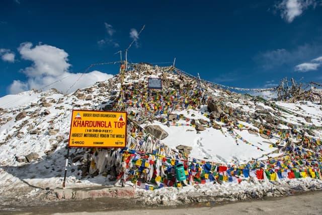 लेह लद्दाख की अद्भुद जगह खारदुंग ला पास - Leh Ladakh Ki Adbhud Jagha Khardung La Pass In Hindi