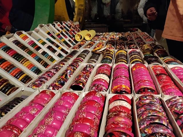 चोखी ढाणी में खरीदारी - Shopping At Chokhi Dhani In Hindi