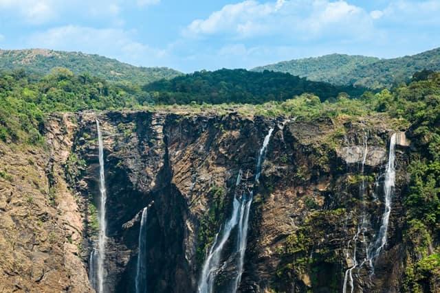 चाइनामैन फॉल - Chinaman Waterfall In Hindi