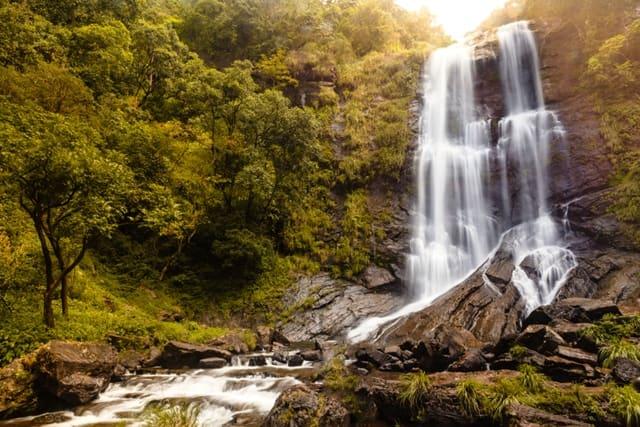 तांबडी सुरला वॉटरफॉल - Tambdi Surla waterfall In Hindi