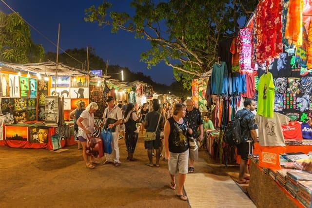 चपोरा बीच पर खरीदारी की जानकारी - Shopping In Chapora Beach In Hindi