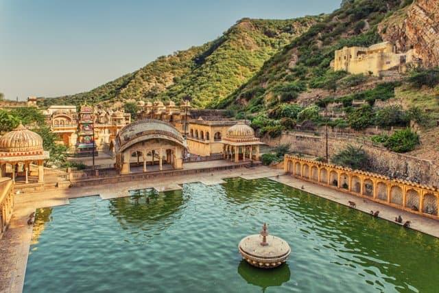 जयपुर के प्रमुख दर्शनीय स्थल गलताजी मंदिर - Jaipur Ke Darshaniya Sthal Galtaji Temple (Monkey Temple) In Hindi