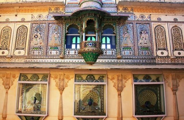 उदयपुर शहर का सबसे प्रमुख पर्यटन स्थल बड़ा महल - Udaipur Mein Dekhne Layak Bada Mahal