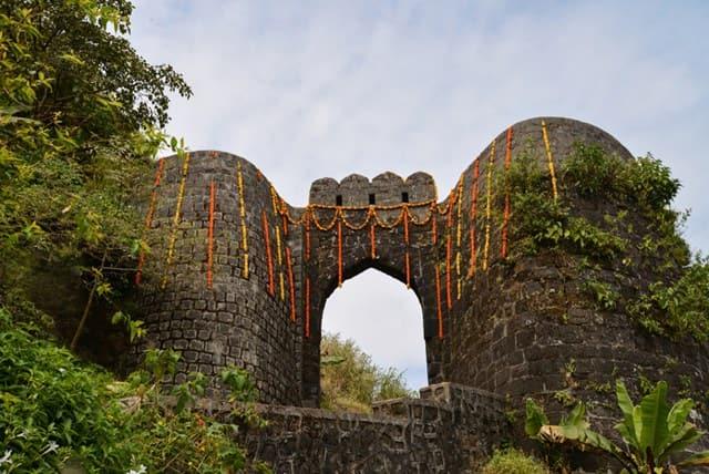 प्रतापगढ़ किला ट्रेक - Pratapgad Fort In Hindi