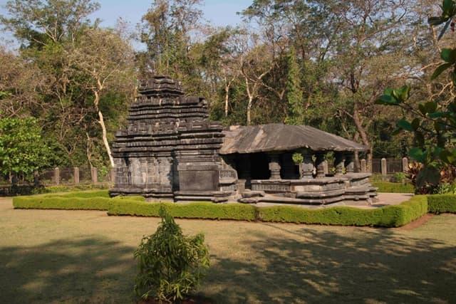 ताम्बड़ी सुरला महादेव मंदिर -Tambdi Surla Temple In Hindi