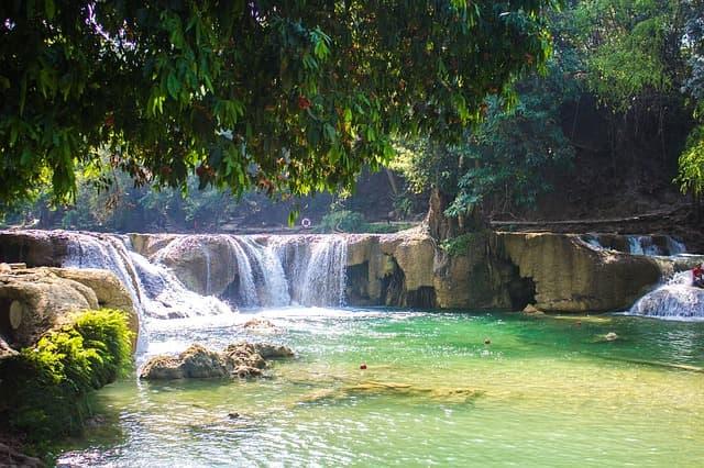 इरावन जलप्रपात थाईलैंड पर्यटन स्थल - Erawan Falls Thailand Paryatan Sthal In Hindi