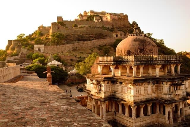 कुंभलगढ़ किले के अंदर मुख्य स्मारक - Main Monuments Inside Kumbhalgarh Fort In Hindi