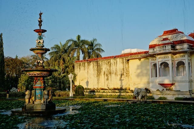 उदयपुर में देखने लायक जगह सहेलियों की बाड़ी - Udaipur Mein Ghumne Wali Jagah Saheliyon Ki Bari In Hindi