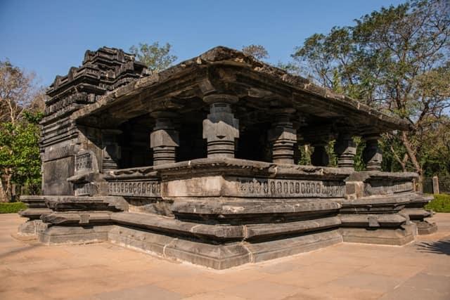 तांबडी सुरला मंदिर की संरचना - Tambdi Surla Temple Structure In Hindi