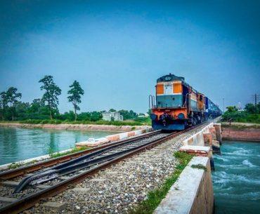 किसी और को ट्रांसफर कर सकते हैं अपना कंफर्म रेलवे टिकट, जानें क्या है तरीका- Railway Ticket Transfer Rule In Hindi