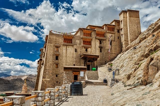लेह लद्दाख में घूमने की जगह लेह पैलेस - Leh Ladakh Me Ghumne Ki Jagah Leh Palace In Hindi