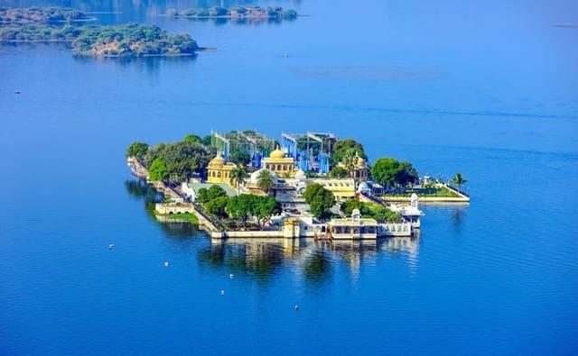 उदयपुर में घूमने की अच्छी जगह पिछोला झील - Udaipur Me Ghumne Ki Acchi Jagah Pichola Lake In Hindi