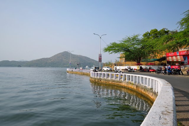 उदयपुर शहर का सबसे प्रमुख पर्यटन स्थल फतेह सागर झील - Udaipur Ka Pramukh Paryatan Sthal Fateh Sagar Lake In Hindi