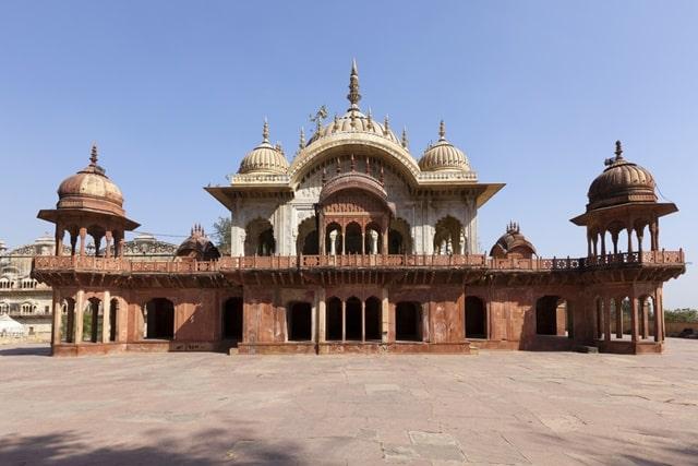 अलवर में देखने की जगह सिटी पैलेस- Alwar Me Dekhne Ki Wajha City Palace In Hindi