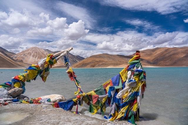लेह लद्दाख में पर्यटन स्थल पैंगोंग झील - Leh Ladakh Me Paryatan Sthal Pangong Lake In Hindi