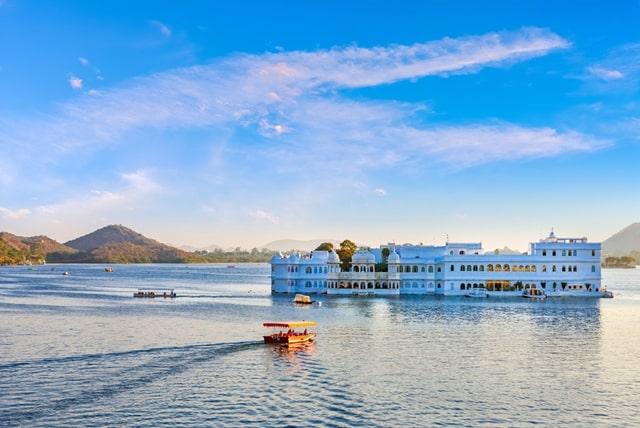 उदयपुर का प्रमुख दर्शनीय स्थल जयसमंद झील - Udaipur Ke Darshaniya Sthal Jaisamand Lake In Hindi