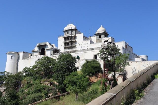 उदयपुर का प्रमुख आकर्षण सज्जनगढ़ पैलेस - Udaipur Attractions Sajjangarh Palace In Hindi