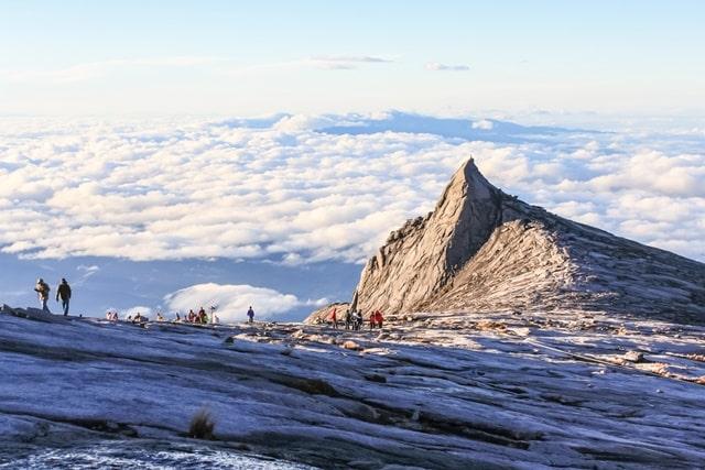 माउंट किनाबालू मलेशिया में घूमने की जगह - Mount Kinabalu Malaysia Mein Ghumne Ki Jagah In Hindi