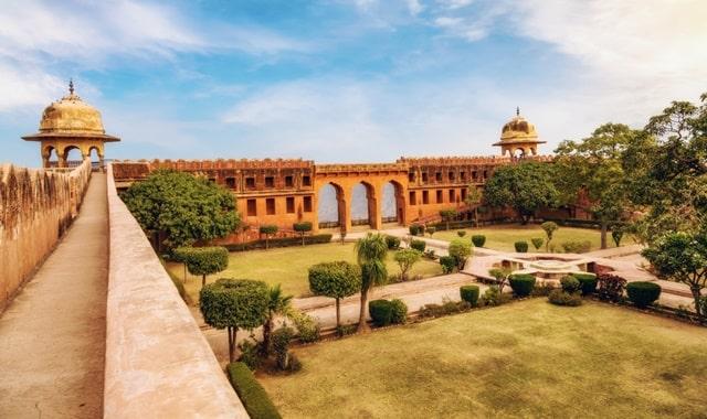 जयपुर शहर का सबसे प्रमुख पर्यटन स्थल जयगढ़ किला - Jaigarh Fort Jaipur Ka Pramukh Paryatan Sthal In Hindi