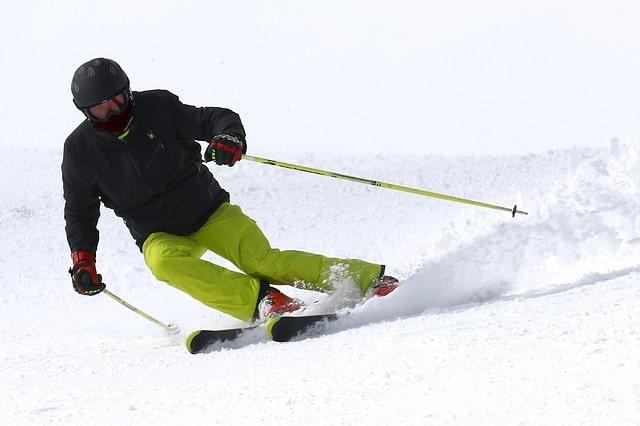 औली में स्कीइंग - Auli Skiing In Hindi