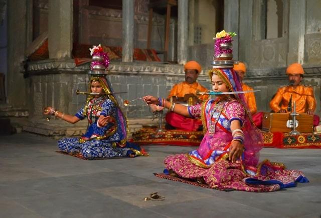 उदयपुर शहर का सबसे प्रमुख पर्यटन स्थल भारतीय लोक कला संग्रहालय - Udaipur Ka Pramukh Paryatan Sthal Indian Folk Art Museum In Hindi