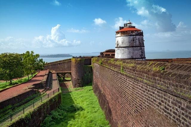 अगुआडा किले की संरचना - Architecture Of Fort Aguada Goa In Hindi