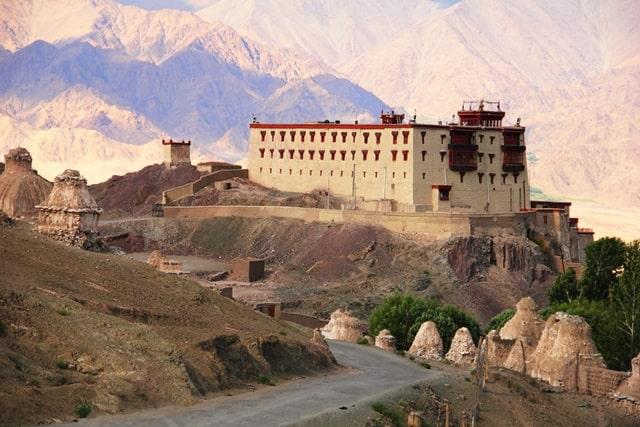 लेह लद्दाख में देखने लायक जगह स्टोक पैलेस - Leh Ladakh Me Dekhne Layak Jagha Stok Palace In Hindi