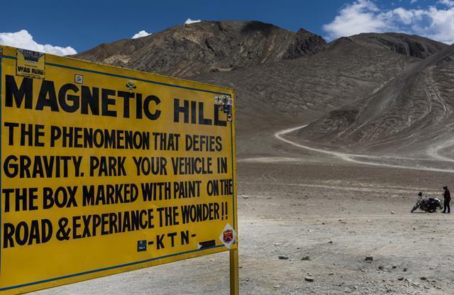 मैग्नेटिक हिल लेह लद्दाख के पर्यटन स्थल- Leh Ladakh Ke Paryatan Sthal Magnetic Hill In Hindi
