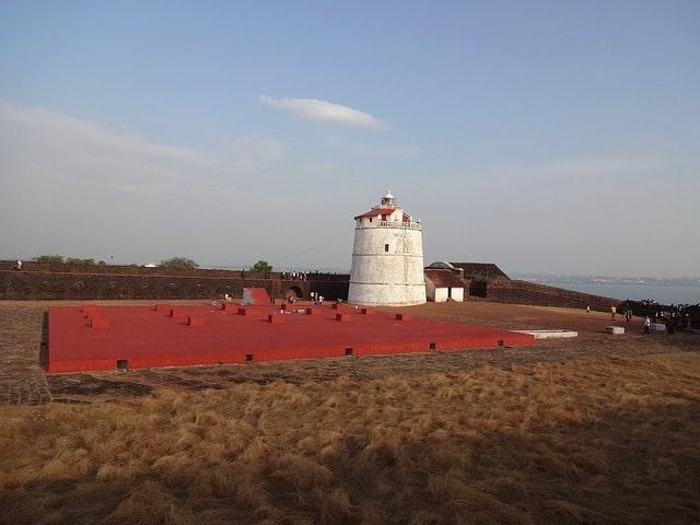 अगुआड़ा किला लाइट हाउस - Aguada Fort Lighthouse In Hindi