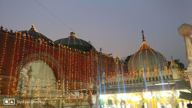 निजामुद्दीन दरगाह जाने वाले पर्यटकों के लिए सलाह - Nizamuddin Dargah Travellers Advice In Hindi